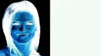 Concéntrate 10 segundos en la imagen de la izquierda y lego mira al espacio vacío de la derecha.