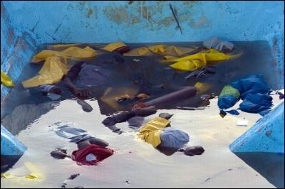 Cadáveres flotando en la embarcación que arribó a Tenerife en septiembre de 2008