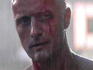 Rutger Hauer interpretando a Roy en la parte final de Blade Runner