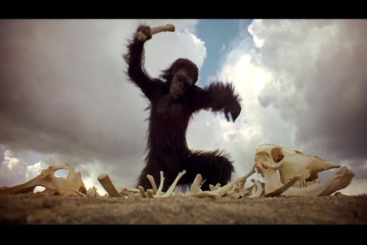 2001, La odisea de la especie. Episodio uno: El amanecer del hombre