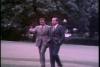 El fotograma más inquietante de Operación Luna: Richard Nixon y Donald Rumsfeld paseando juntos.