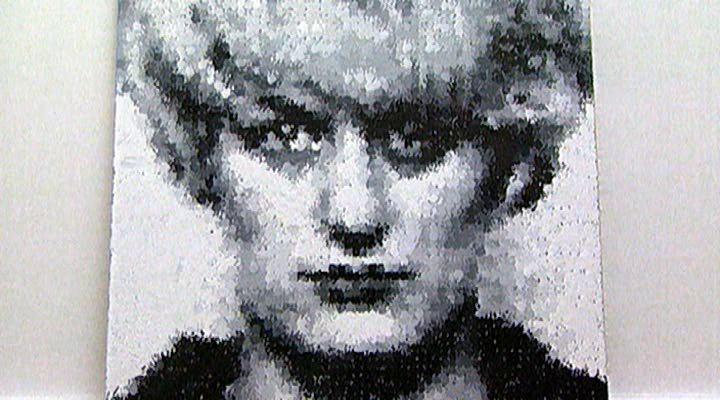 Marcus Harvey: Myra (1995). Ian Brady and Myra Hindley violaron y asesinaron a cinco niños entre 10 y 17 años entre 1963 y 1965