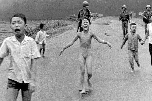 Phan Thị Kim Phúc, la niña del napalm de la Guerra de Vietnam, famosa por la fotografía tomada por Nick Ut el 8 de junio de 1972
