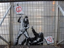 banksy-at-glastonbury-2010-01