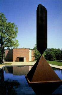 1971 La capilla Rothko, Houston Texas, Obelisco roto, escultura de Barnett Newman