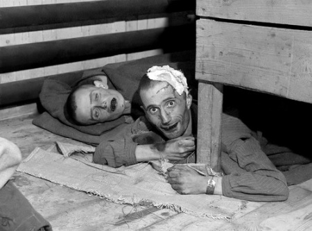 Prisioneros liberados del campo de concentración de Ebensee en mayo de 1945