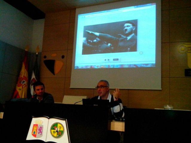 VIII Jornadas de Filosofía Paradoxa. Eugenio Sánchez  hablando sobre Ruido de fondo.