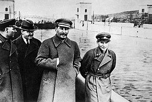 Stalin junto a Nikolái Yezhvov, su hombre de confianza