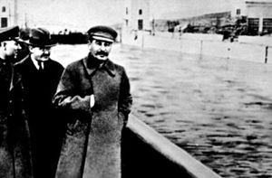 Stalin fusila a Nikolái Yezhvov en 1940 y, además, lo borra de la fotografía