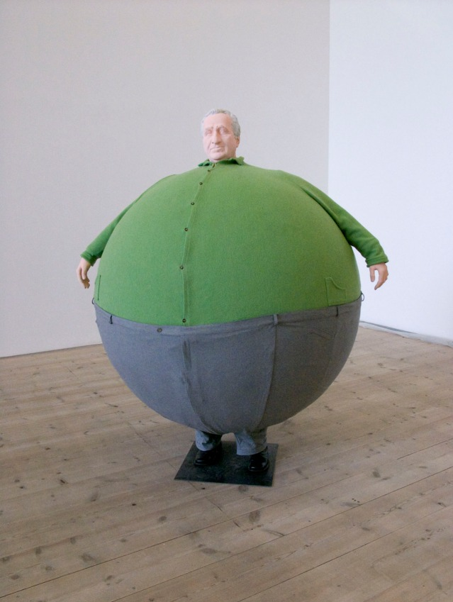 Erwin Wurm. The Artist Who Swallowed the World. (2006)
