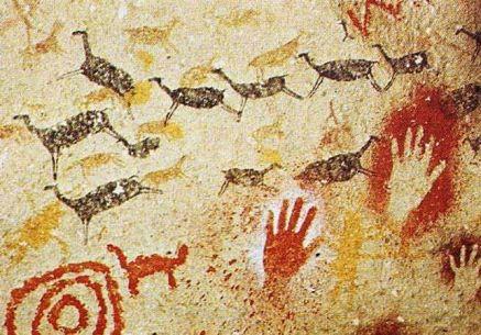 Manos de mujer en La Cueva de Altamira